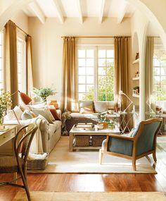"""Fìjate que uno de los """"sofás"""" es un baúl! Super para aprovechar el espacio. Me gusta el color y los detalles interesantes."""
