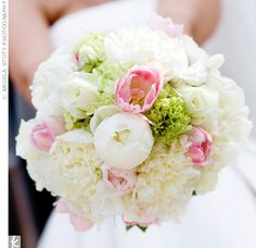 Full and fragrant pink and white peonies made up Sarah's romantic bouquet with pops of green on the inside.