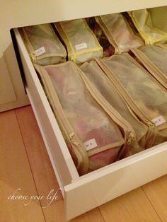 100均グッズを使った収納アイデア50選!限られた収納スペースをさらに ... ■100均の文庫本収納袋で♪サイズアウトした子供の衣類を忘れず簡単に管理収納するアイデア!