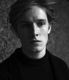 Men Aint Shit, Louis Hofmann, Cute Actors, Many Men, Cute Guys, Stranger Things, Celebrities, Celebs, Dark