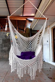 Crochet Hammock Macrame DIY Free Crochet Hammock Patterns and tutorials with step-by-step instructions to guide you well. Make Easy Crochet Hammock Free Patterns for Toys & Kids! Macrame Hanging Chair, Macrame Chairs, Hanging Swing Chair, Diy Hanging, Swinging Chair, Hanging Chairs, Macrame Mirror, Swing Chairs, Macrame Curtain