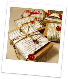 Emballage avec des vieux livres, de la ficelle et des boutons : facile à faire tout en récup ! - Wrapping with an old book, string and buttons: easy to make with repupose stuffs!
