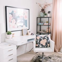 31 White Home Office Ideas To Make Your Life Easier; home office idea;Home Office Organization Tips; chic home office. Mesa Home Office, Home Office Space, Home Office Desks, Small Office, Bedroom Office, Office Spaces, Desk Space, Apartment Office, Front Office