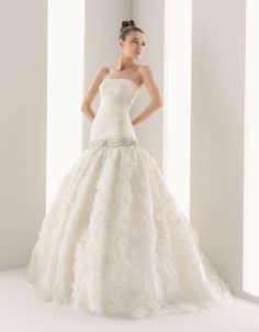 Sleeveless with dropped waist organza elegant bridal gown