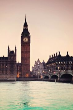 Big Ben!  http://www.vivastay.com/uk/destinations/London?lang=en