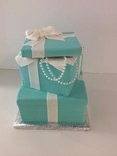 Tiffany piggy Box Cake | Pearls | Gallery | Sugar Divas Cakery | Orlando | Cupcakes | Custom Cakes  Www.sugardivascakery.com