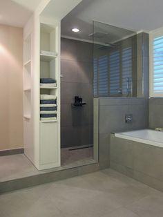 Graue Fliesen Dusche The post Graue Fliesen Dusche appeared first on Badezimmer ideen. Glass Bathroom, Small Bathroom, Master Bathroom, Bathroom Gray, Master Baths, Master Shower, Bathroom Modern, Gray Shower Tile, Grey Tiles