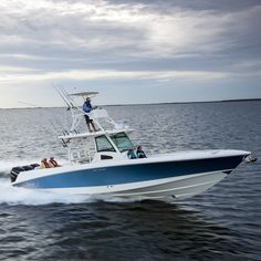 The 370 Outrage was recently rated as a top 25 offshore fishing center console over 30 feet by @sportfishingmag! Take a look: http://www2.bostonwhaler.com/l/47972/2014-08-06/2pm7