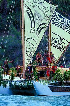 Moana iti: Canoes-Pirogues// Moana iti .... of the Harvest Moon as seen from the lagoon of Tahiti at dawn