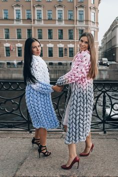 Free delivery Hello, everyone! Let's bring in those who want to knit one last sweater before the heat hits… Oversized Knit Cardigan, Loose Knit Sweaters, Wool Cardigan, Cardigans For Women, Coats For Women, Cardigan En Maille, Angora, Damen Sweatshirts, How To Start Knitting
