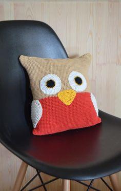 Crocheted owl pilow