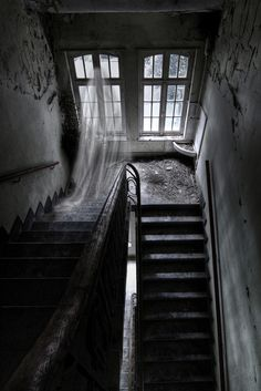Ghost in a Haunted House. Spooky Places, Haunted Places, Abandoned Places, Fantasy Magic, Ghost Sightings, Theme Halloween, Ghost Pictures, Weird Pictures, Between Two Worlds