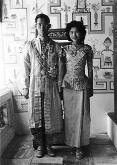 Queen Sirikit with His Majesty, King Bhumibol Adulyadej of Thailand, Rama IX, the King of Thailand and the Kingdom of Siam. www.islandinfokohsamui.com
