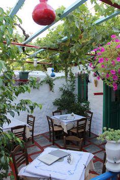 Home Garden: Sur la terrasse Restaurant En Plein Air, Deco Restaurant, Outdoor Restaurant, Outdoor Seating, Outdoor Spaces, Outdoor Living, Outdoor Decor, Porches, Greek Decor