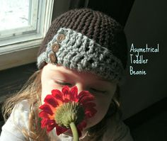 Free crochet pattern for this cute Downton Abbey style, asymmetrical little girl's hat :)