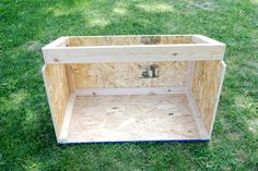 Chicken coop designs and ideas are essential when raising poultry. With this updated list, building a chicken coop has never been easier! Chicken Coop Building Plans, Chicken Coop Plans Free, Easy Chicken Coop, Portable Chicken Coop, Chicken Coop Designs, Backyard Chicken Coops, Chickens Backyard, Free Chickens, Keeping Chickens