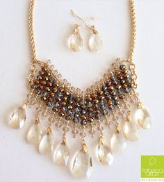 Statement necklace with earrings. Rebeca Arias Accesorios