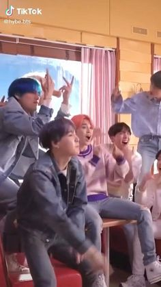 Ariana Grande Songs, Bts Hoodie, Kpop Gifs, Bts Qoutes, Bts Funny Moments, Kim Taehyung Funny, Jungkook Aesthetic, Bts Funny Videos, Cute Couple Videos