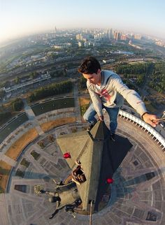 Home Discover Top selfie by Kirill Oreshkin RM 2018 08 On Parkour Espace Design Extreme Sports Crazy People Stunts Gopro Climbing Cool Pictures Skyscraper Espace Design, Perfect Selfie, Living On The Edge, Parkour, Crazy People, Extreme Sports, Rock Climbing, Stunts, Rooftop