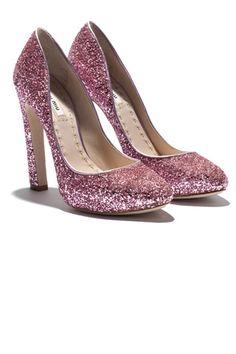 Miu Miu presenta su nuevo modelo de zapatos en cuatro colores.