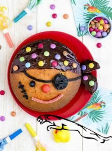 "Recette Gâteau d'anniversaire ""Petit pirate"" Easy Vanilla Cake Recipe, Chocolate Cake Recipe Easy, Homemade Vanilla, Homemade Desserts, Easy Cake Recipes, Homemade Chocolate, Pirate Birthday Cake, Funny Birthday Cakes, Birthday Recipes"