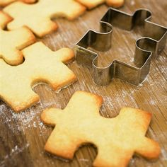 love this!  puzzle pieces cookies!