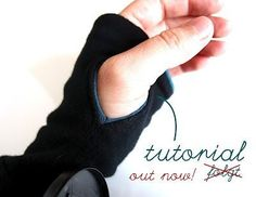 Daumenloch-Bündchen von Angorafrosch Not in English, but should be easy to figure out. Sewing Hacks, Sewing Tutorials, Sewing Crafts, Sewing Projects, Sewing Patterns, Diy Clothing, Sewing Clothes, Sewing For Kids, Baby Sewing