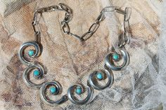 VINTAGE SOUTHWESTERN TRIBAL STERLING SILVER & TURQUOISE SWIRL CHOKER NECKLACE