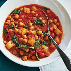 Slow-Cooker Spanish-Style Chickpeas Ingredients 3 cans chickpeas, rinsed and drained 2 medium potatoes, peeled and diced 1 can Slow Cooking, Fun Cooking, Slow Cooker Recipes, Crockpot Recipes, Cooking Recipes, Chickpea And Tomato Recipe, Slow Cooker Mince, Pork Recipes, Healthy Recipes