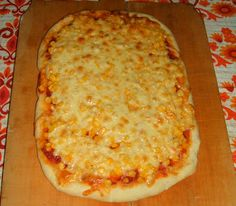 Élesztő nélküli kukoricás, sajtos pizza
