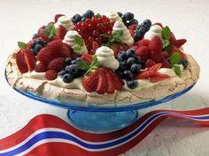 like Verdens Beste Köstliche Desserts, Delicious Desserts, Snack Recipes, Dessert Recipes, Snacks, May Celebrations, Anna Pavlova, Norwegian Food, Scandinavian Food