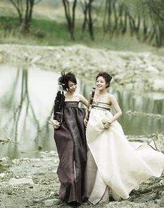 ImageFind images and videos about korean, wedding and hanbok on We Heart It - the app to get lost in what you love. Korean Traditional Clothes, Traditional Fashion, Traditional Dresses, Hanbok Wedding, Wedding Gowns, Bridal Gown, Korean Dress, Korean Outfits, Modern Hanbok