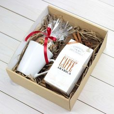 Peep this little breakfast gift box Send us a message today! Diy Gift Baskets, Christmas Gift Baskets, Christmas Gift Box, Christmas Balls, Xmas Gifts, Valentine Gifts, Diy Gifts, Handmade Gifts, Santa Gifts