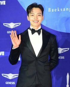Stars Dazzle On The Baeksang Arts Awards Red Carpet Lee Dong Wook, Lee Joon, Ji Chang Wook, Park Hae Jin, Park Seo Joon, Asian Actors, Korean Actors, Kim Hee Won, Song Joong