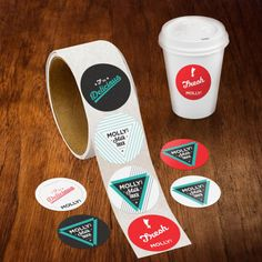 A great way to brand takeout coffee cups.  Mit Brettaufklebern...