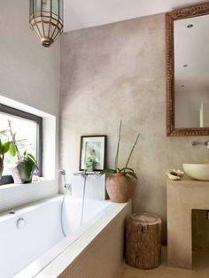 Koti Ibizalla - A Home in Ibiza VT wonen Kuvat: Jansje Klazinga via Koti R. White Bathroom, Bathroom Interior, Home Interior, Master Bathroom, Interior Design, Warm Bathroom, Bad Inspiration, Bathroom Inspiration, Interior Inspiration