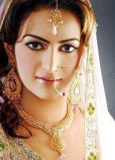 Bridal Makeup tips - Traditional Indian and Pakistani Wedding Makeup Style Bridal Makeup Tips, Asian Bridal Makeup, Best Wedding Makeup, Bridal Tips, Beautiful Indian Brides, Beautiful Bride, Gorgeous Women, Mehndi Designs, Indian Bridal Hairstyles