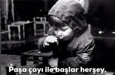 Çocukluğun büyüme havası.. Che Guevara, Challenges, Black And White, Sayings, Kids, Instagram, Istanbul, Chop Saw, Pictures
