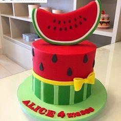 Stunning Cute Cartoon Birthday Cake Ideas - Page 4 of 5 - Vida Joven Cartoon Birthday Cake, Funny Birthday Cakes, Bff Birthday Gift, Cake Decorating With Fondant, Fondant Decorations, Cake Decorating Tutorials, Watermelon Birthday Parties, Watermelon Baby, 1st Birthday Decorations