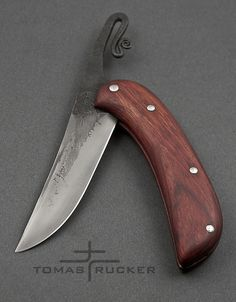 KNIFE QUOTES AND SURVIVAL QUOTES: Here are some of the best sayings & quotes about knives and wilderness survival for survivalist and knife enthusiast alike. Unique Knives, Cool Knives, Knives And Tools, Knives And Swords, Friction Folder, Knife Template, Blacksmithing Knives, Butterfly Knife, Best Pocket Knife