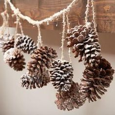 Snowy Natural Pinecone Garland - Wall Art - Christmas and Winter - Holiday Crafts Artificial fir tree as Christmas decoration? An artificial Christmas Tree or even a real one? Woodland Christmas, Christmas Home, Christmas Holidays, Christmas Wreaths, Christmas Ornaments, Xmas, Christmas Decorations Pinecones, Christmas Crafts With Pinecones, Pinecone Wedding Decorations
