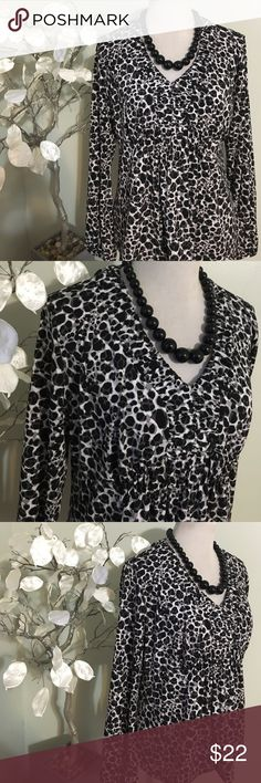 WORTHINGTON TOP Beautiful chic looking top made of polyester and spandex Worthington Tops Blouses