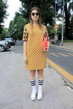 几何图案印花连身裙配运动风棒球袜…