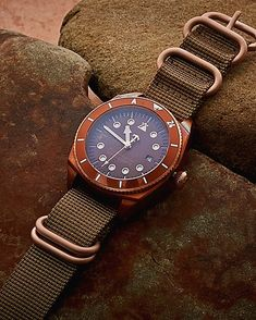 VAT included in the price The watch model 153.27 with the unique green-blue dials in sandwich construction, the bronze case and the limitation to 200pcs guarantee sporty exclusiveness. Case material: Bronze Water resistant: 20ATM (600ft) Functions: Time with central se