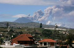 34  Ecuador's Tungurahua volcano spews volcanic lava, accompanied by large clouds of gas and ash near Banos, about 178 km (110 miles) south of Quito, on May 23, 2012.