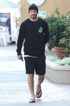 Apparently, Beckham has always had his very own individual style and doesn't conform to a single style of dressing. On the area, Beckham didn't skip a. Style Outfits, Komplette Outfits, Sport Outfits, Casual Outfits, Summer Outfits, Men Casual, Estilo David Beckham, David Beckham Style, David Beckham Fashion