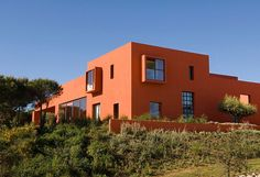 Ricardo Legorreta(1931-2011)was a disciple ofseminal Mexican architectLuis Barragán (1902-88). Barragán's influence is strikinglyevident in the bold colours and solid geometric forms of Legorreta's Spanish mansion, House Adrenaline.