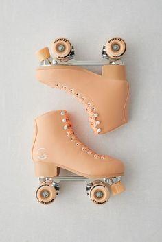 Retro Roller Skates, Roller Skate Shoes, Quad Roller Skates, Roller Rink, White Roller Skates, Outdoor Roller Skates, Roller Skating Rink, Roller Derby Girls, Skates Vintage