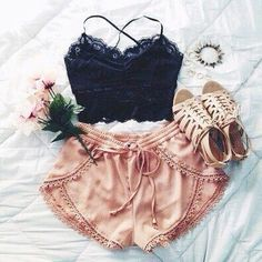 Summer Outfit - Lace crop top & pretty shorts