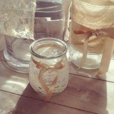 Recicla los basitos de yogur y crea los porta velas para tu boda